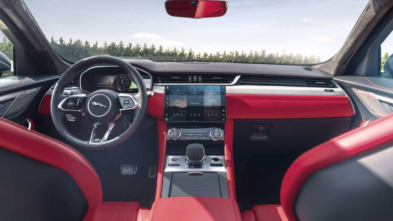5 Jaguar F-Pace debuts cleaner styling and refreshed interior
