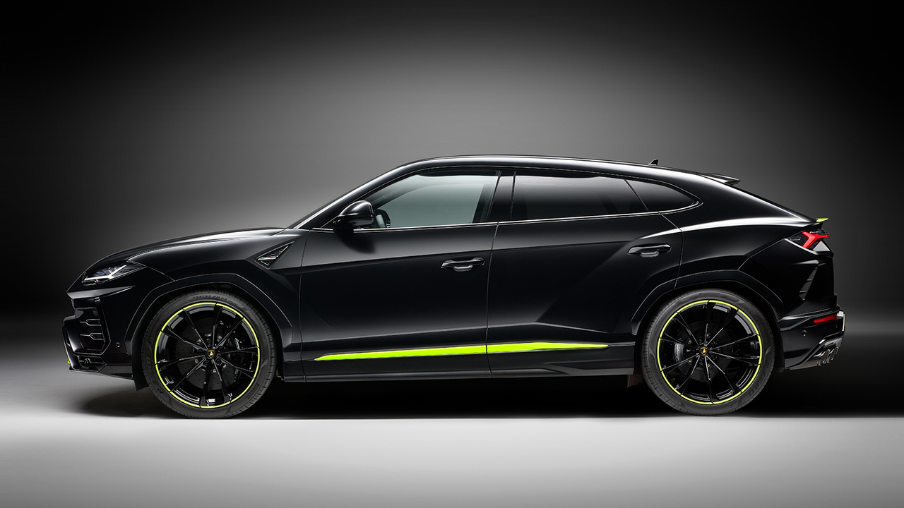 2021 Lamborghini Urus Graphite Capsule combines matte paint with glossy accents