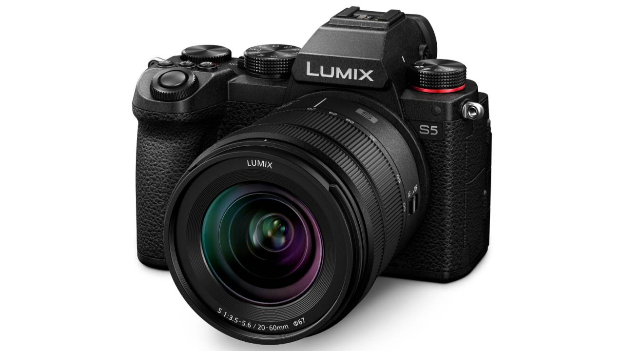 Panasonic LUMIX S5 shrinks 4K mirrorless camera with pro-tech