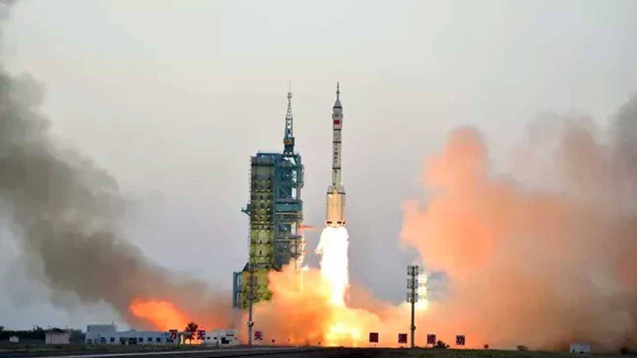 China's mysterious reusable spacecraft returns to earth