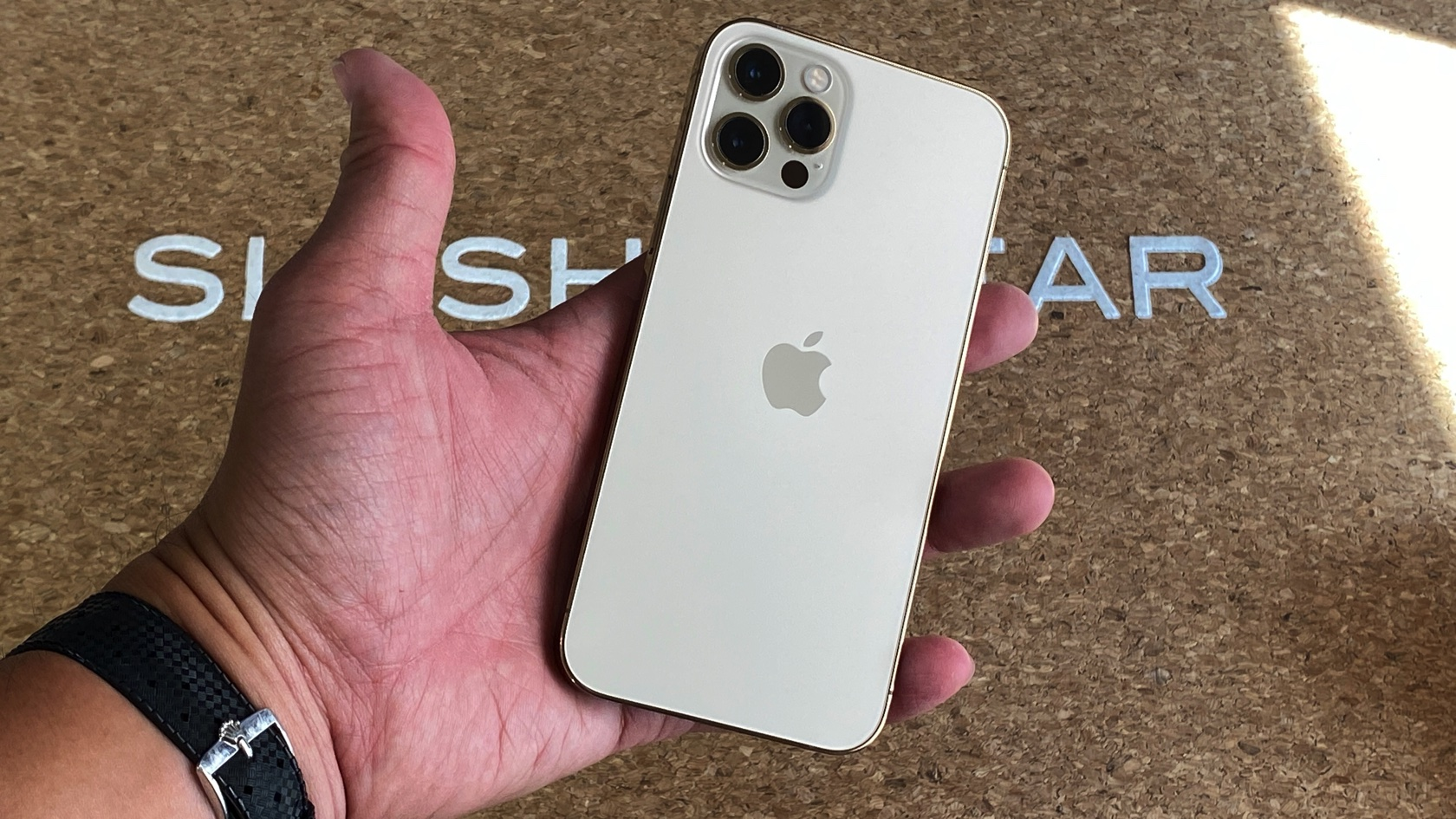 The Gold Iphone 12 Pro Is Just So Darn Pretty Hands On Slashgear