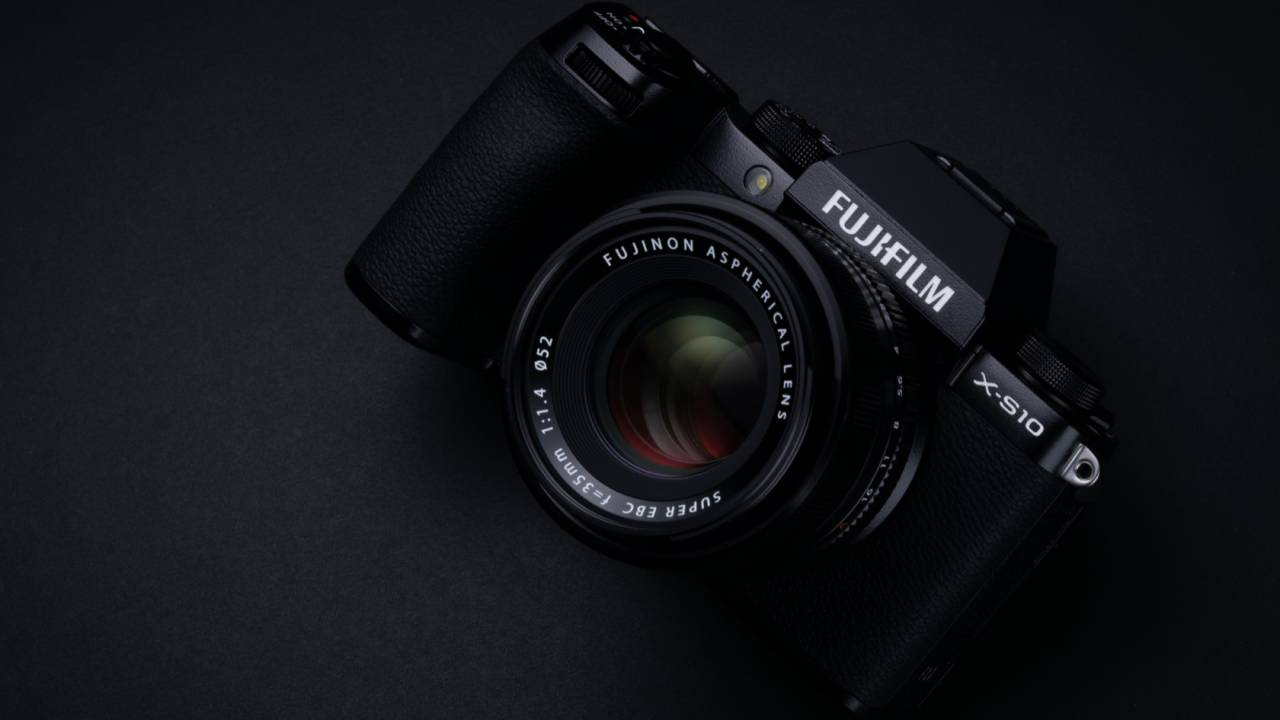 Fujifilm X-S10 squeezes vlogger-friendly super-stabilization into $1k camera