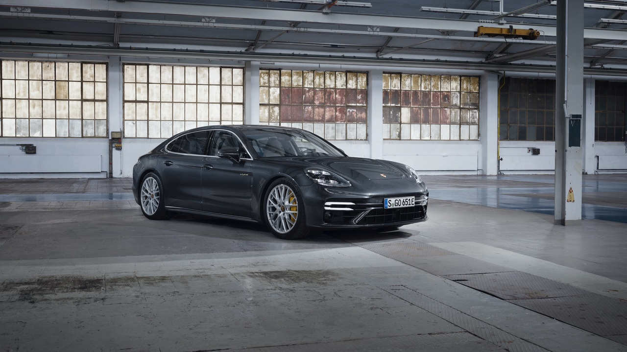 Porsche unveils 2021 Panamera Turbo S E-Hybrid