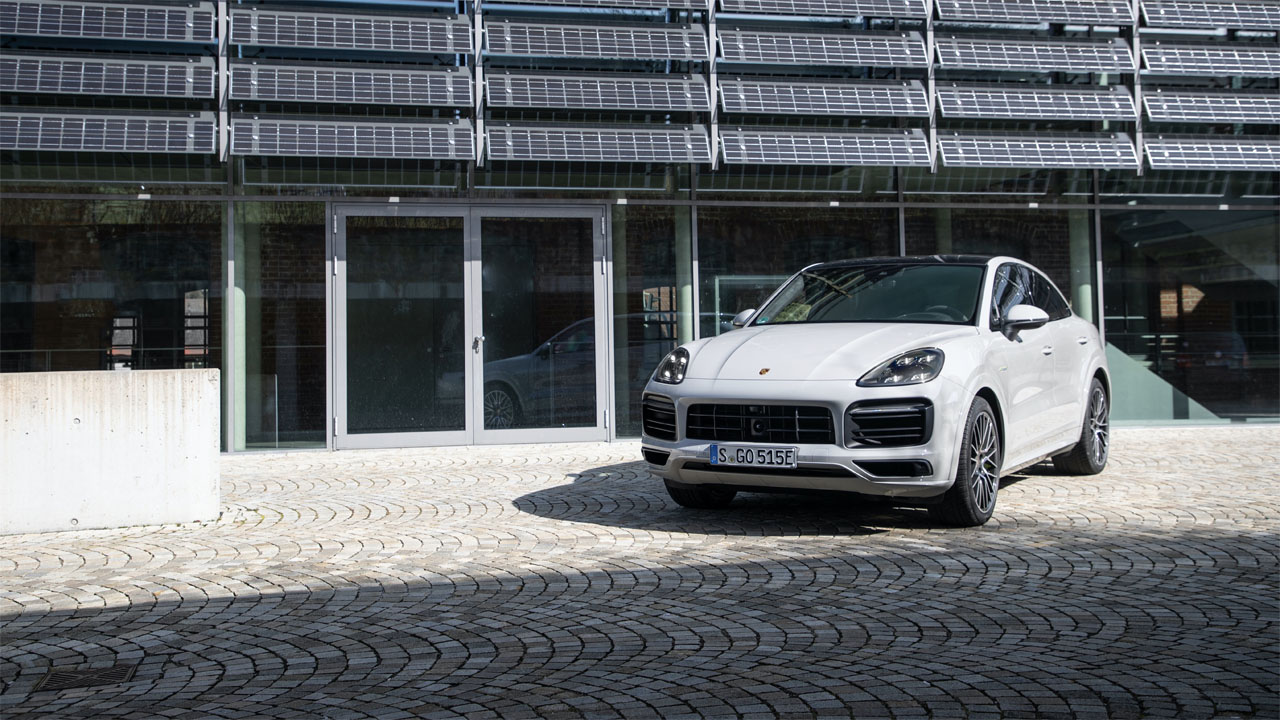 Porsche increases the electric driving range for Cayenne E-Hybrid range