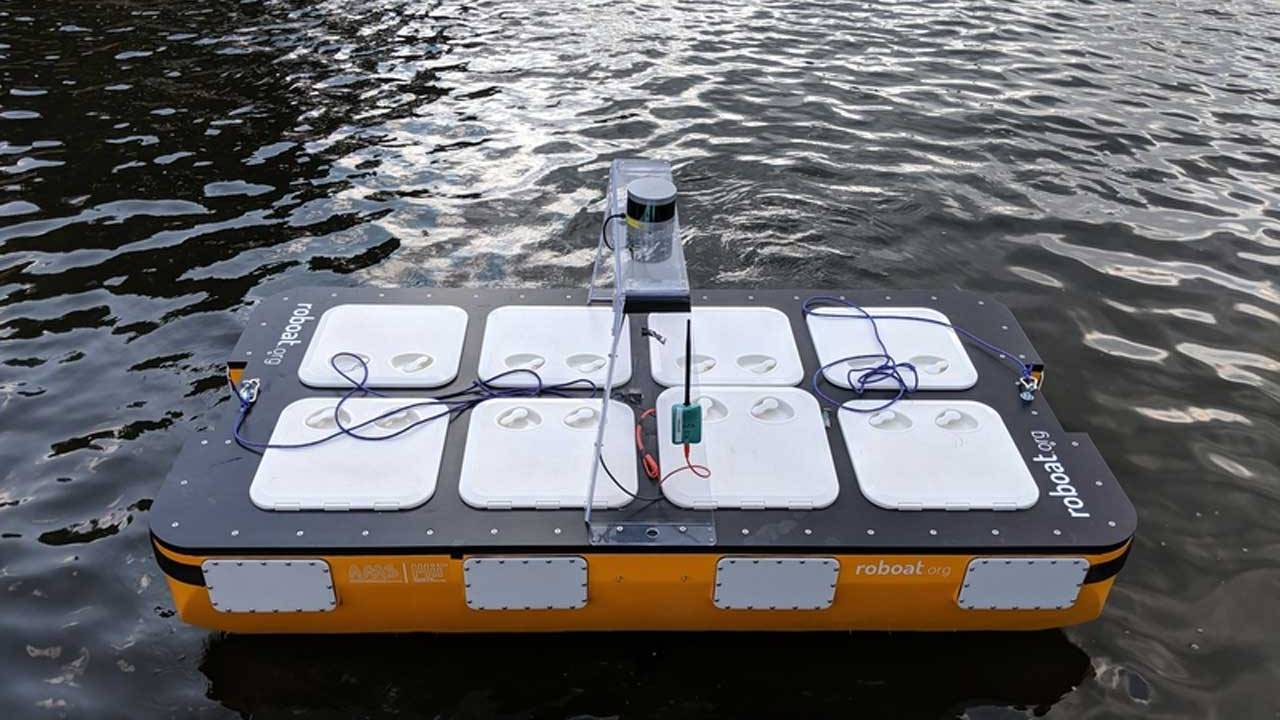 MIT's autonomous Roboat fleet gets larger and learns new ways to communicate