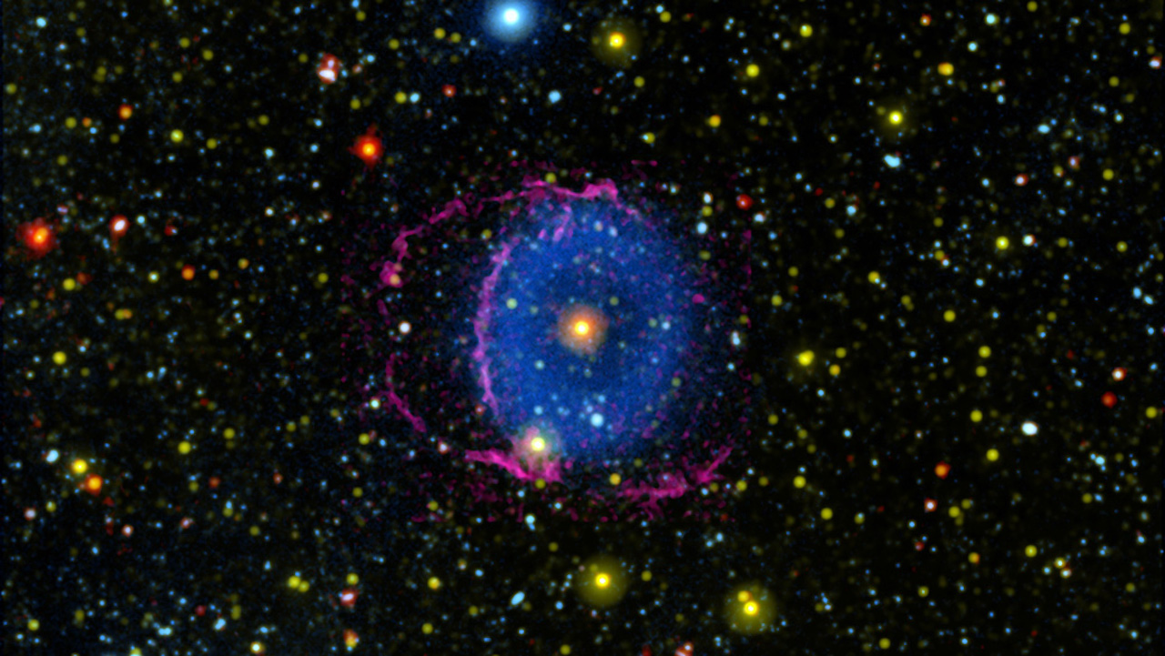 Missing-link Blue Ring Nebula could hold key to mystery merging stars