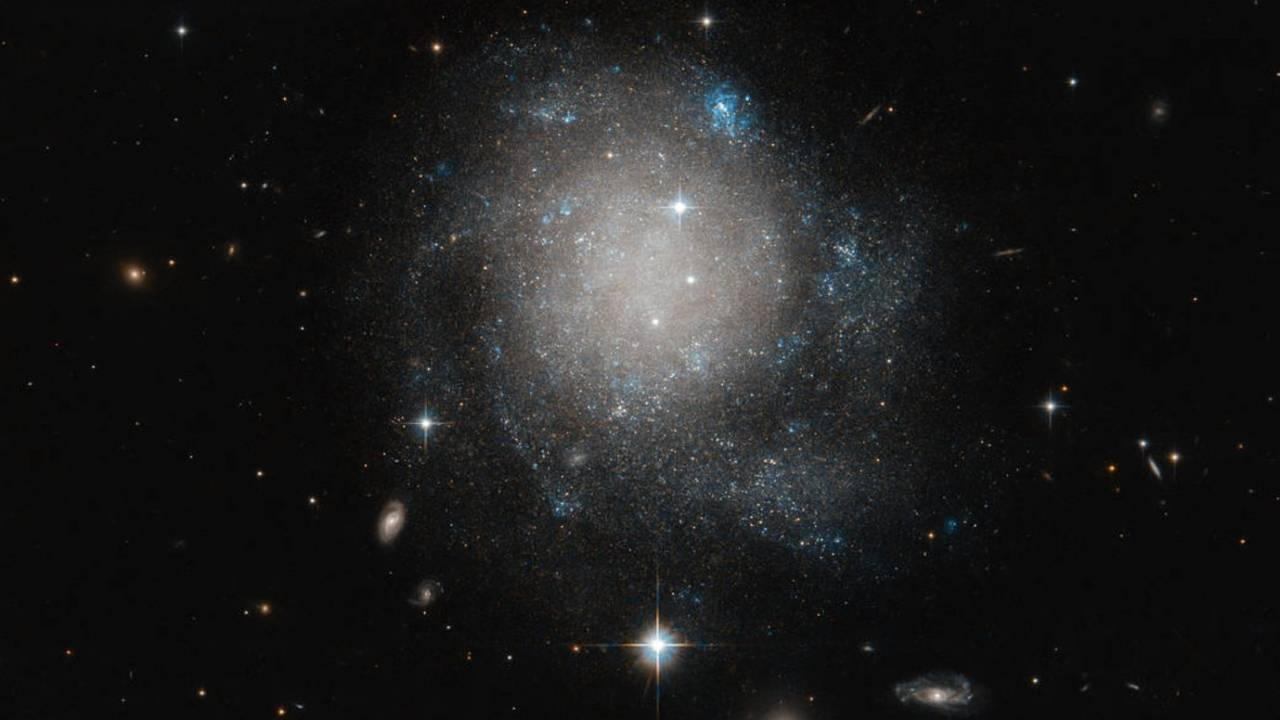 NASA photo shows off the great 'cinnamon bun' in space