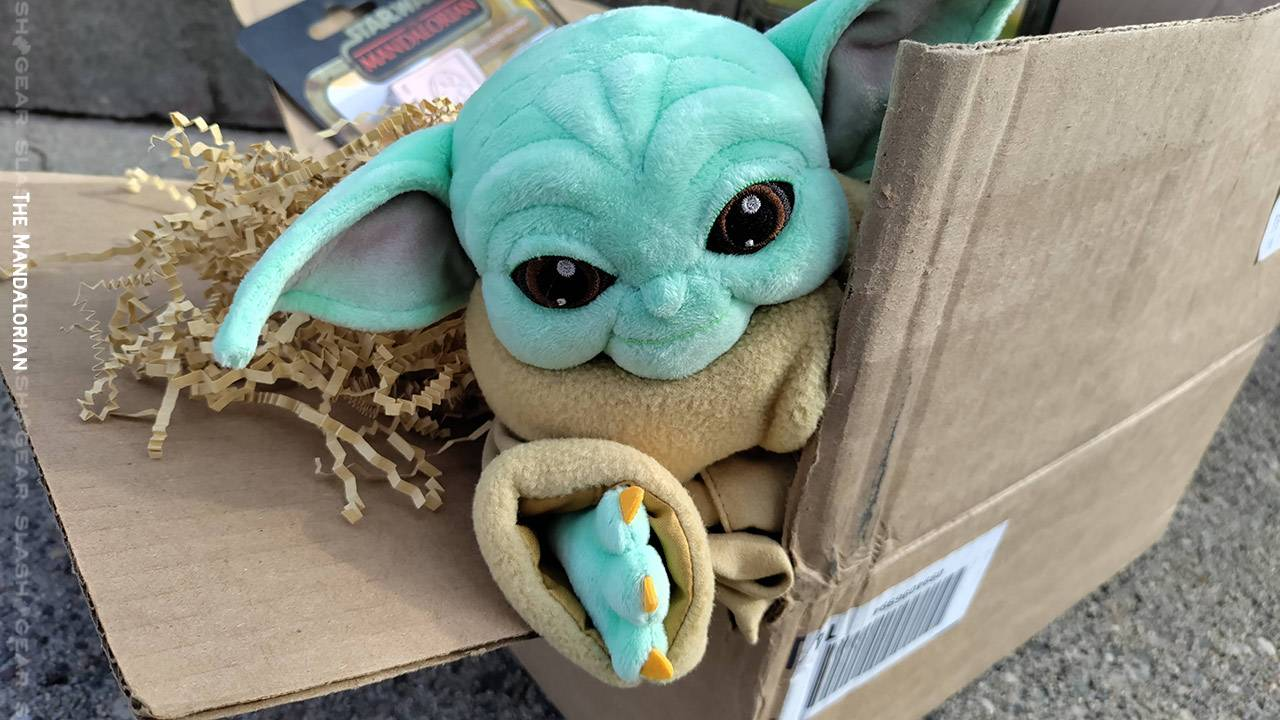 Mando Mondays unboxing time: Credits Collection exclusives, plush baby Yoda!