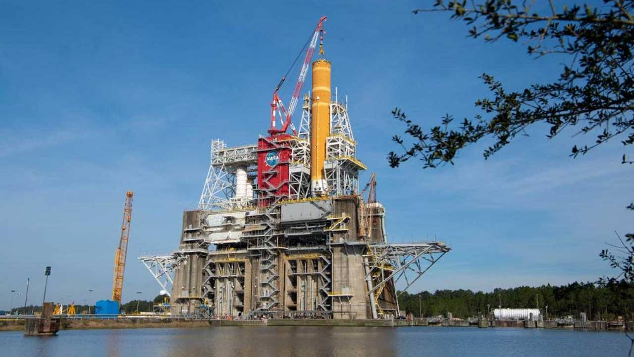 SLS core stage rocket to go through critical tests this month