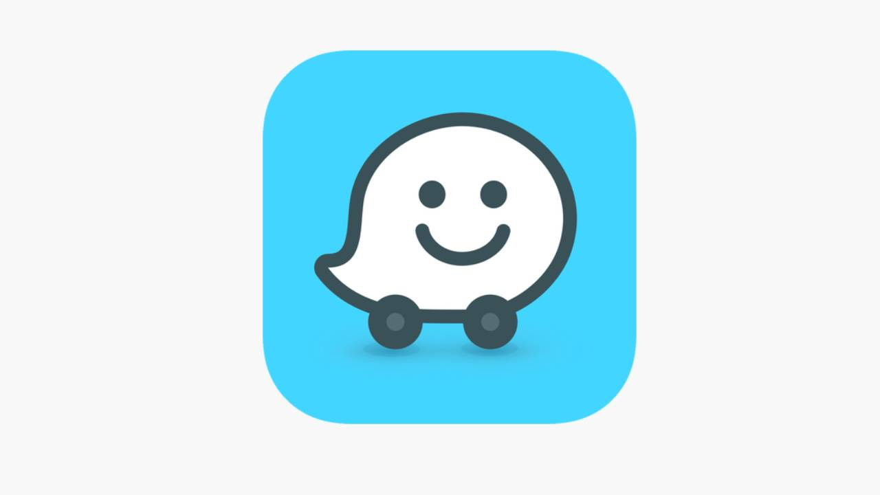 Waze is testing Apple CarPlay split view support