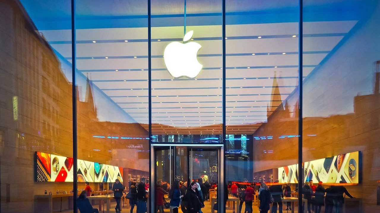 Apple Stores close their doors in California and London