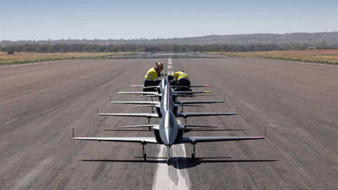Boeing tests a squadron of five autonomous mini-jets