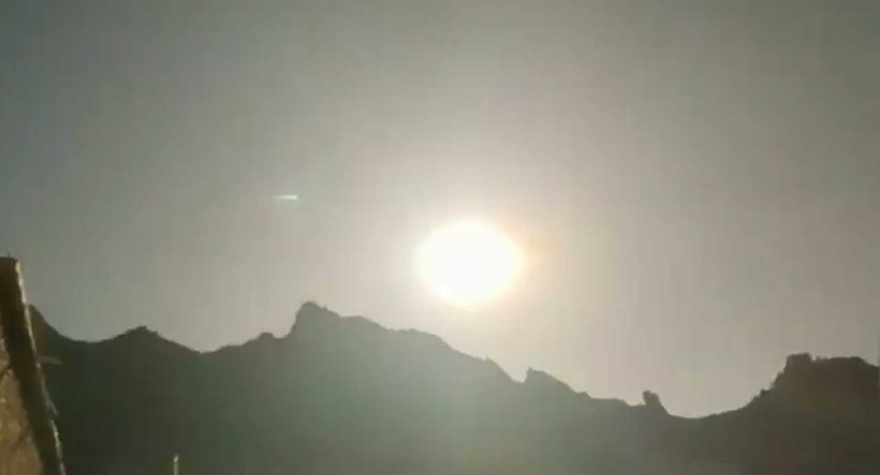Fireball over China creates loud explosions