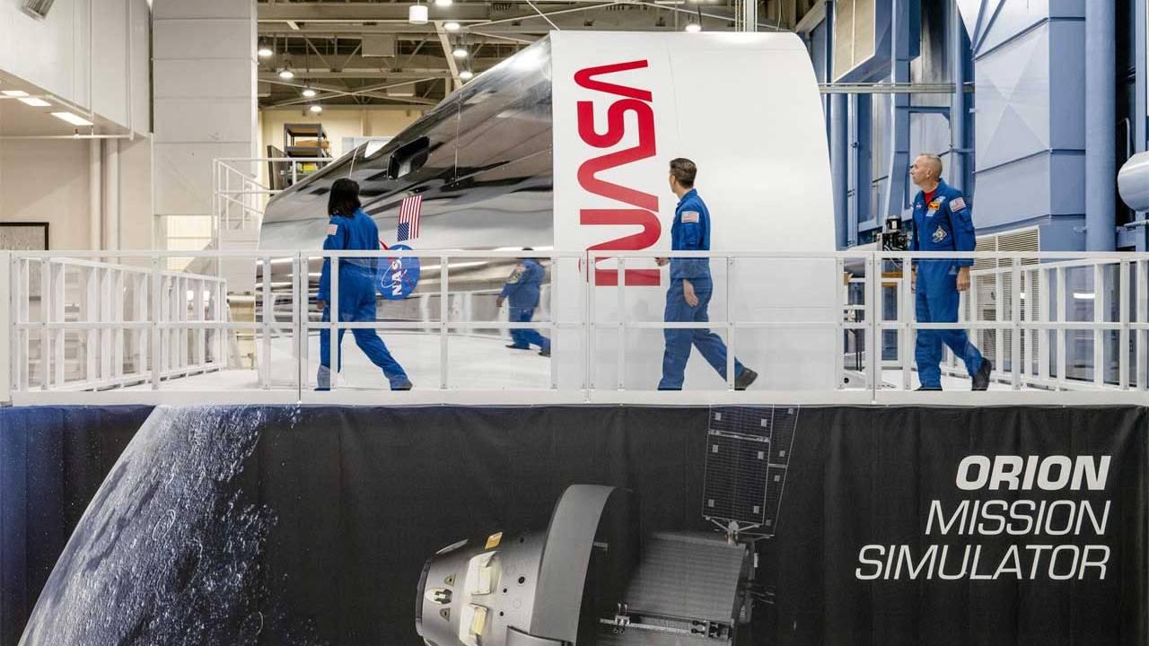 NASA Johnson Space Center receives Orion spacecraft training simulator