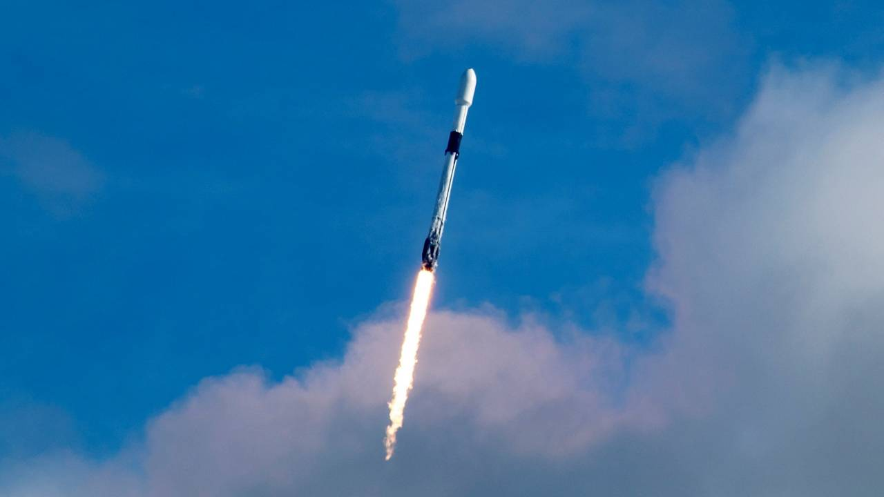 SpaceX Falcon 9 launched more than 100 satellites in one go