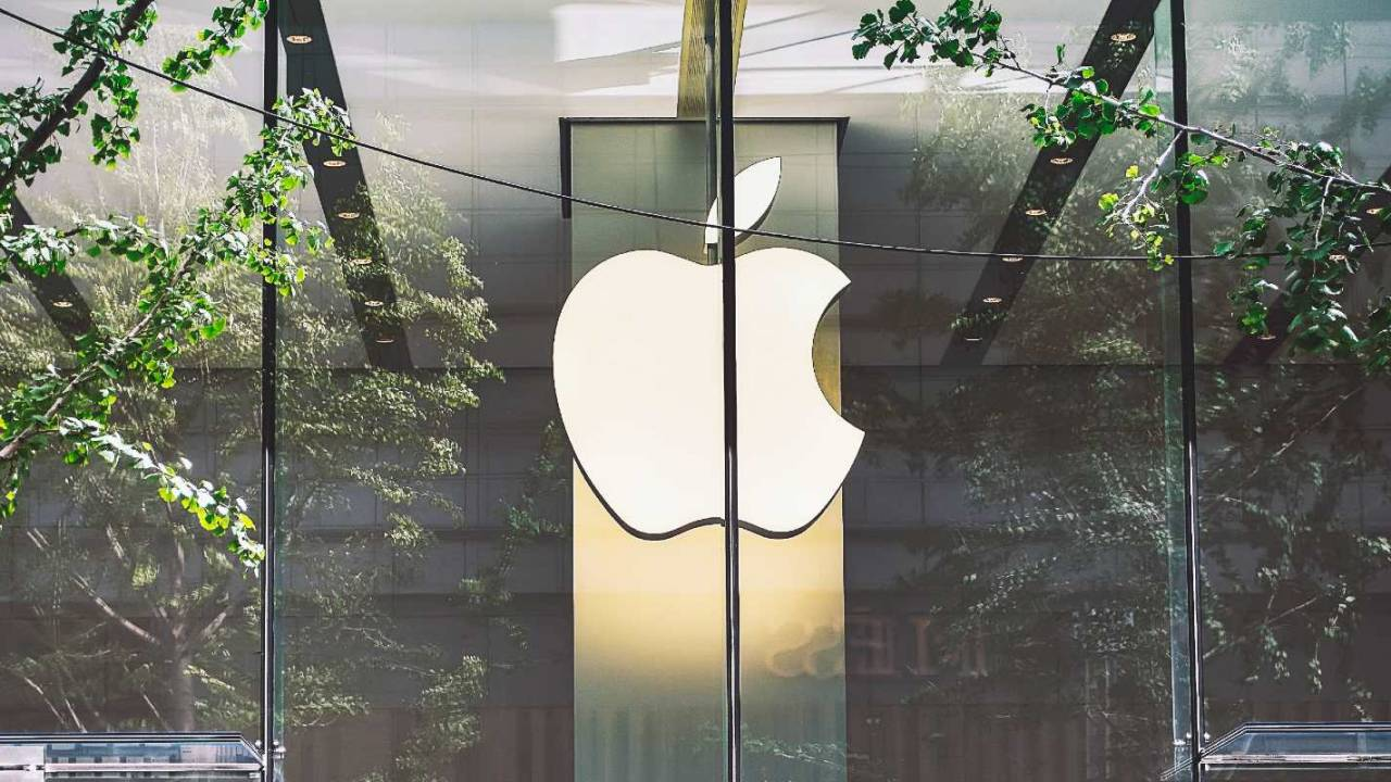 Apple temporarily closes more US stores over COVID-19 situation