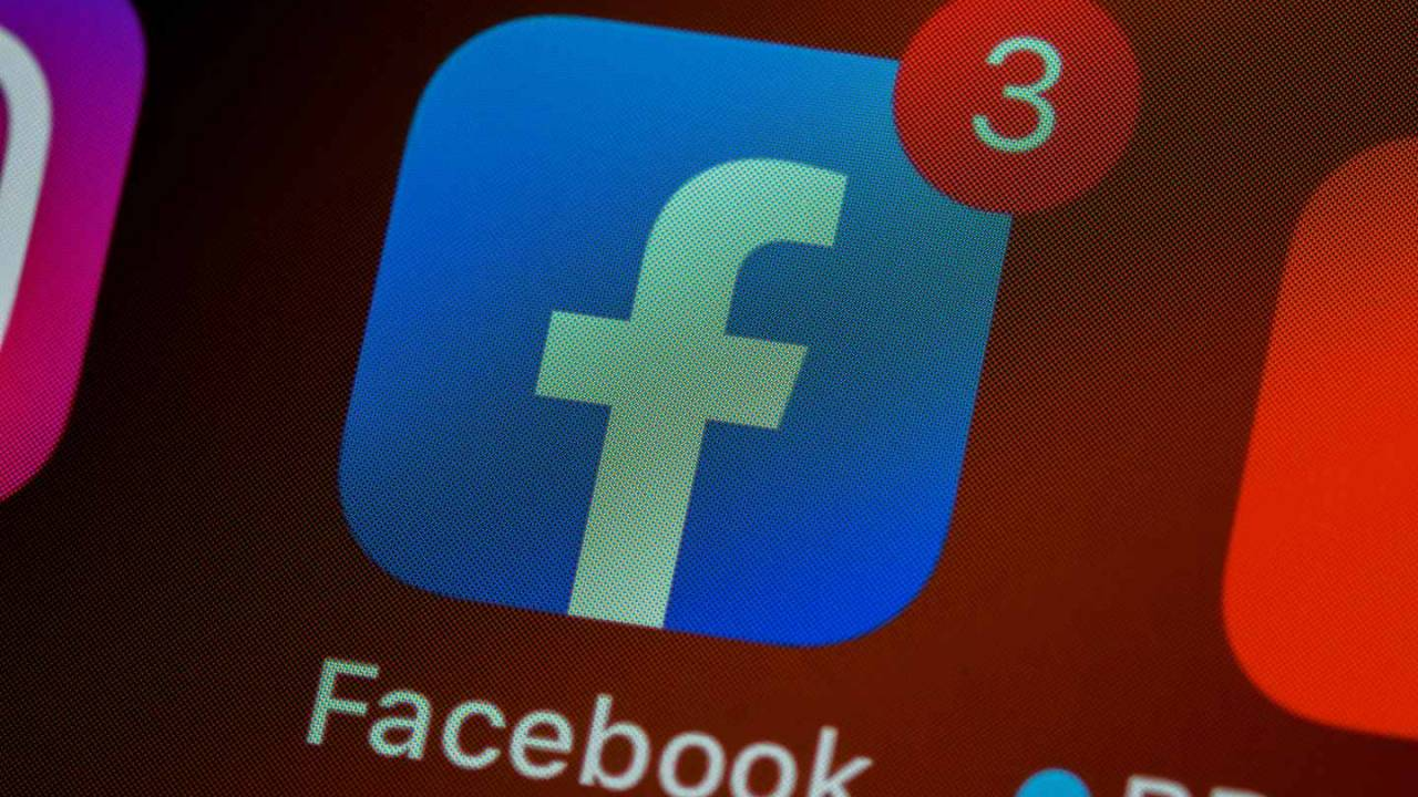 Facebook may tweak News Feed to reduce political content