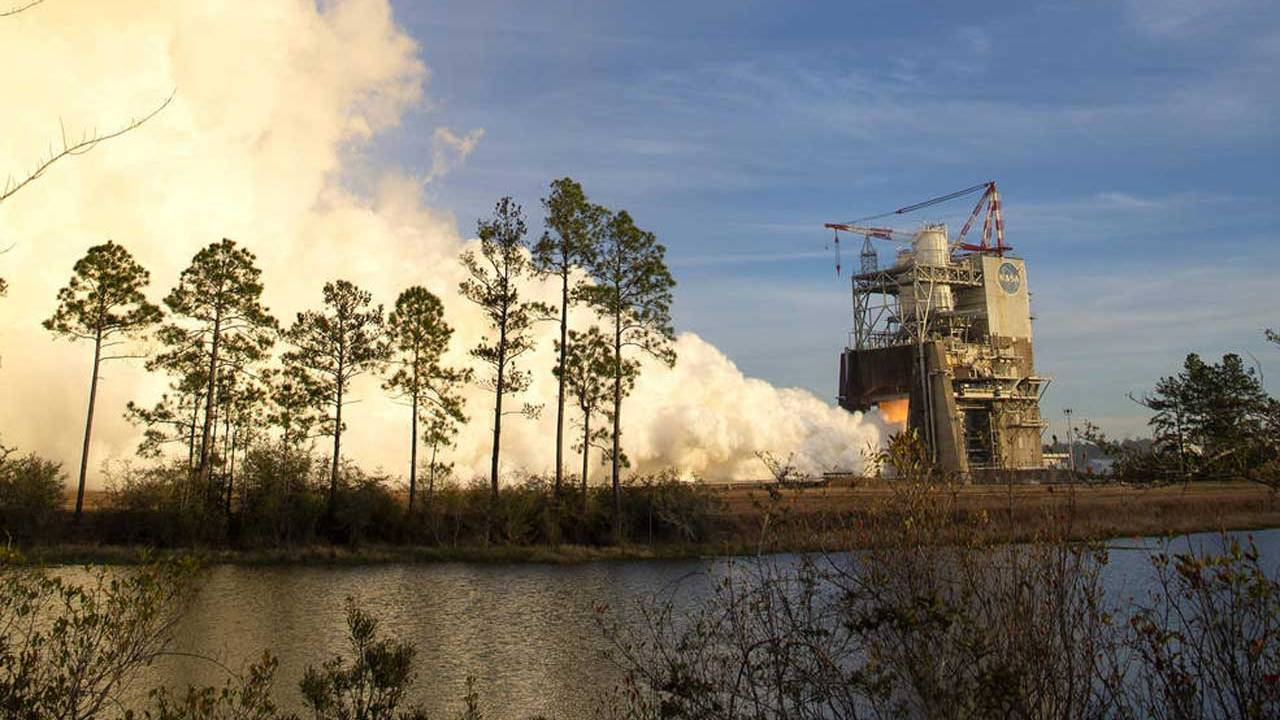 NASA conducts Space Launch System hot fire test