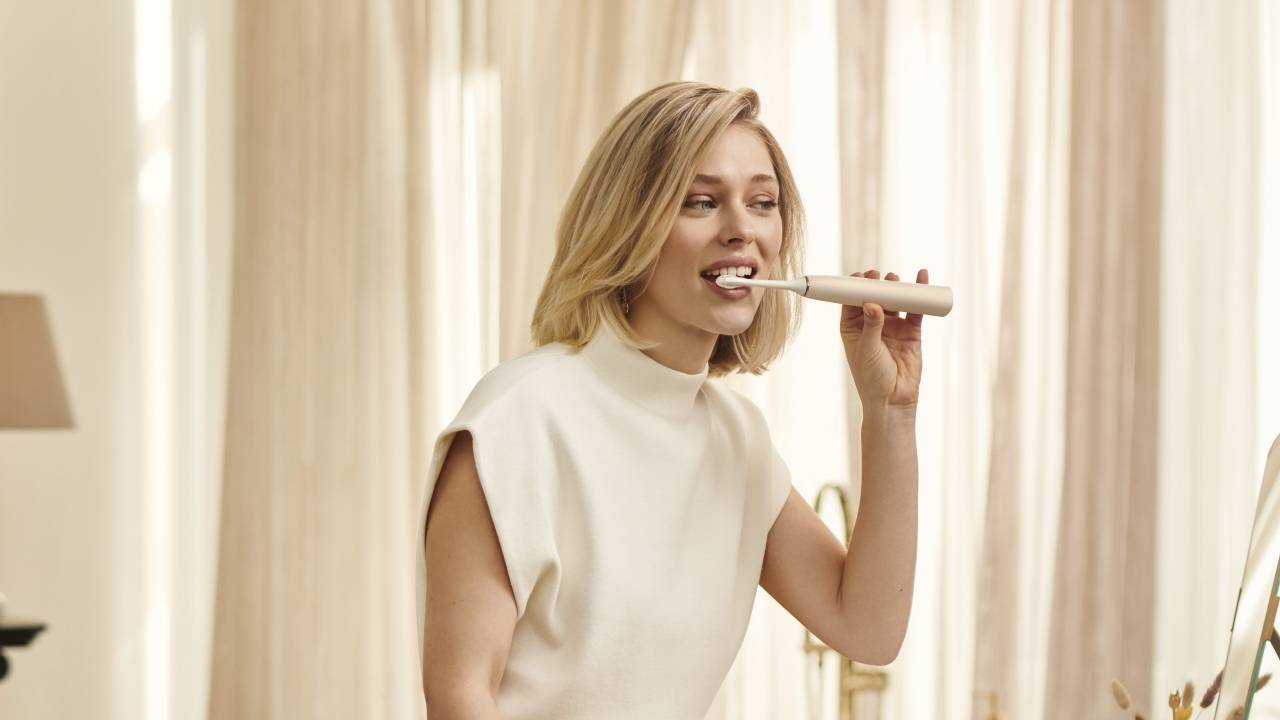 Philips Sonicare 9900 Prestige toothbrush uses AI to adjust to your style