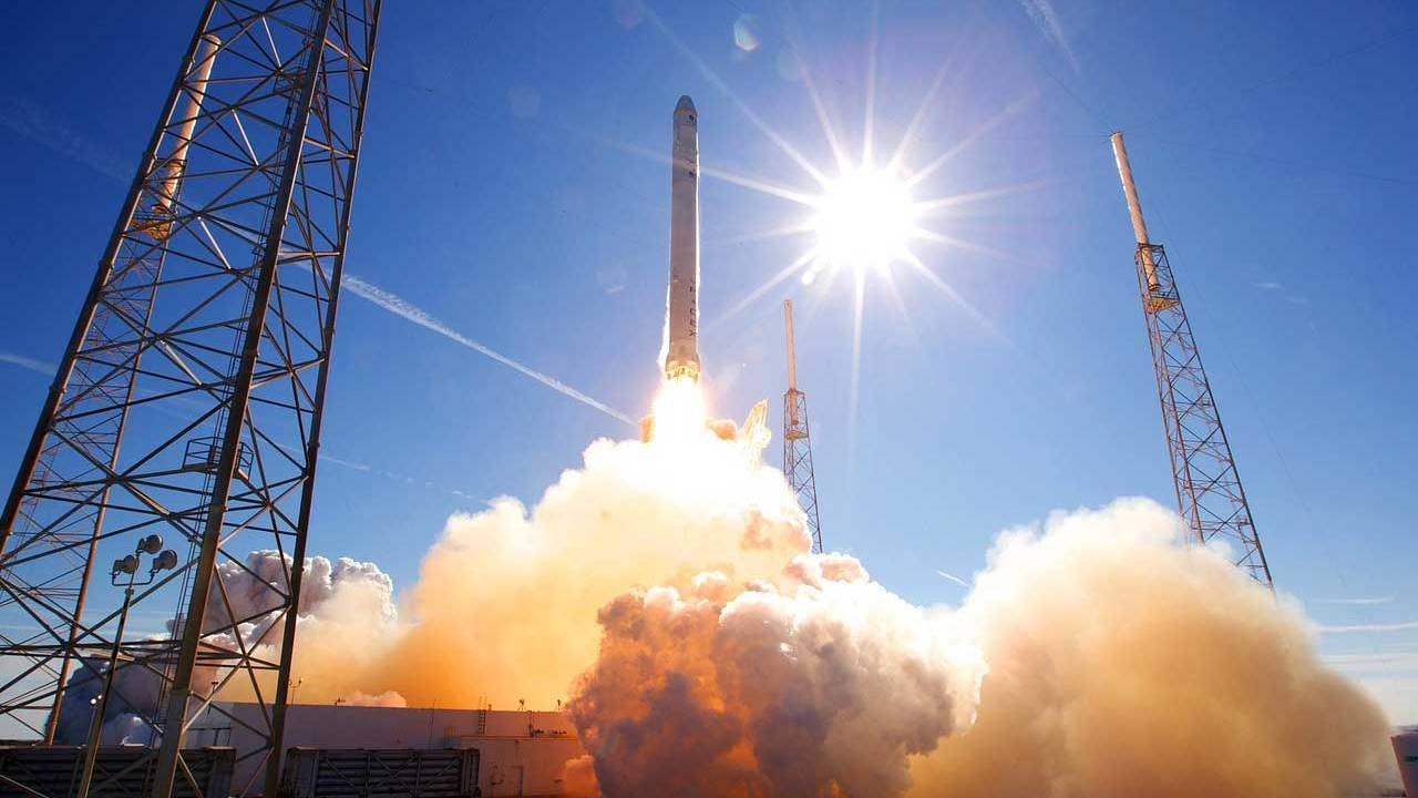SpaceX rings in the new year with a $150 million satellite launch contract