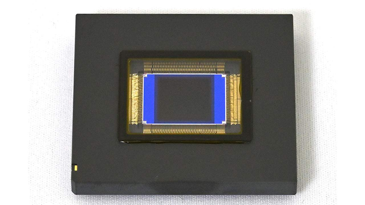Nikon 1-inch stacked CMOS sensor boasts 1000 fps shooting