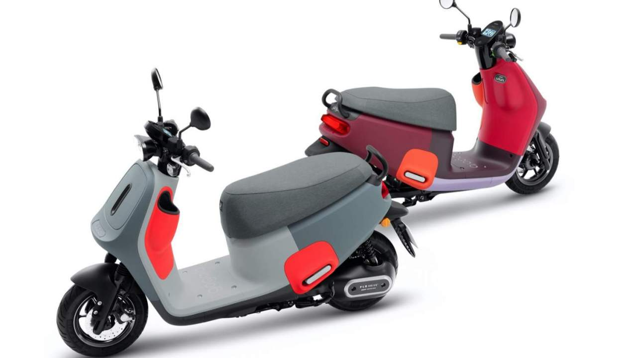 Gogoro VIVA MIX is a harlequin e-scooter with 6 second battery swaps