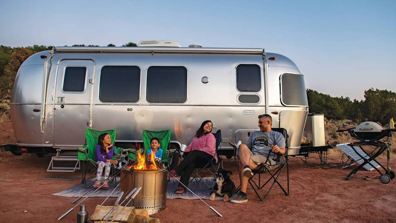 Airstream Flying Cloud 30FB Office trailer lets you work anywhere