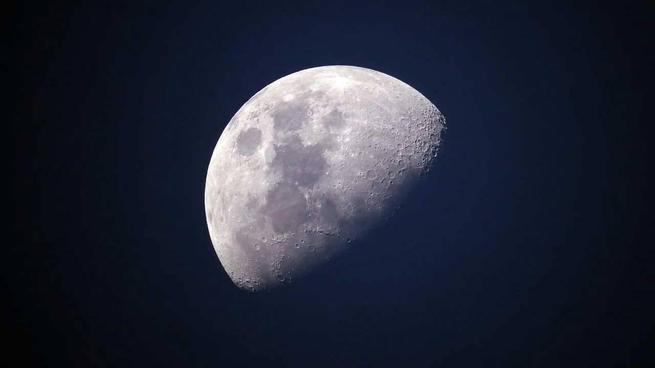NASA delays plan to award two crewed lunar lander contracts