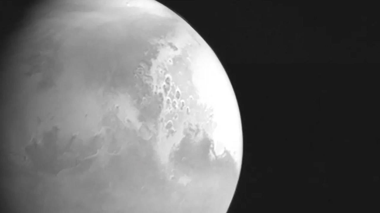 China's Tianwen-1 sends first photo of Mars