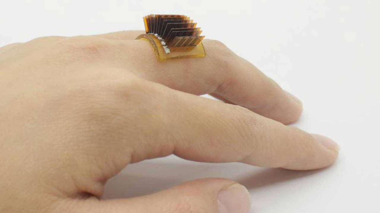Cheap wearable device converts body heat into electricity