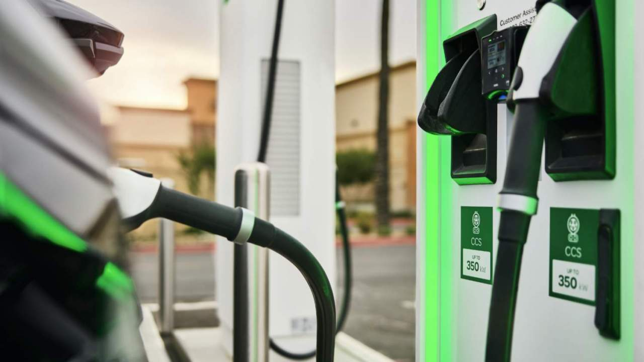 Biden opens federal wallet to buy half a million new EV chargers