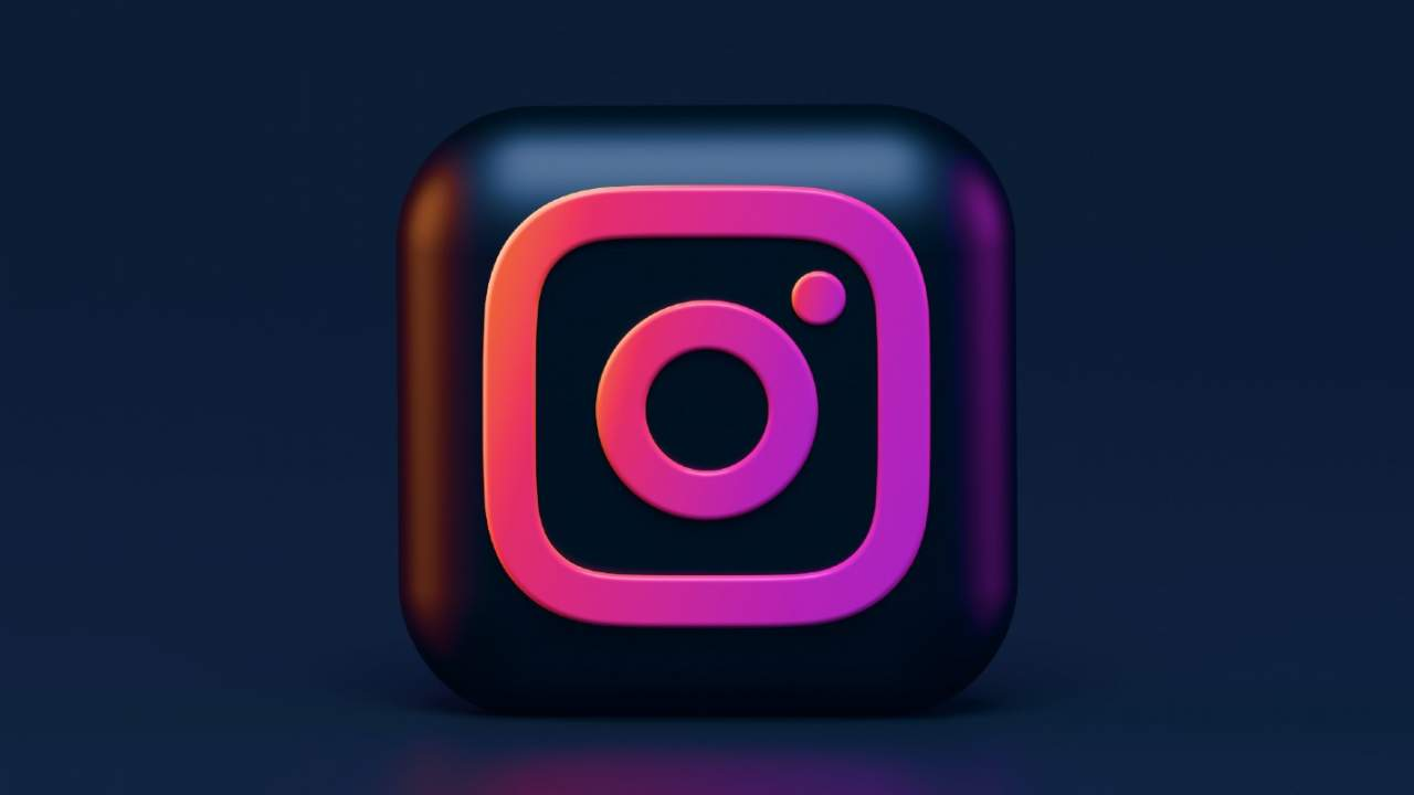 Instagram now prevents random adults from messaging teens