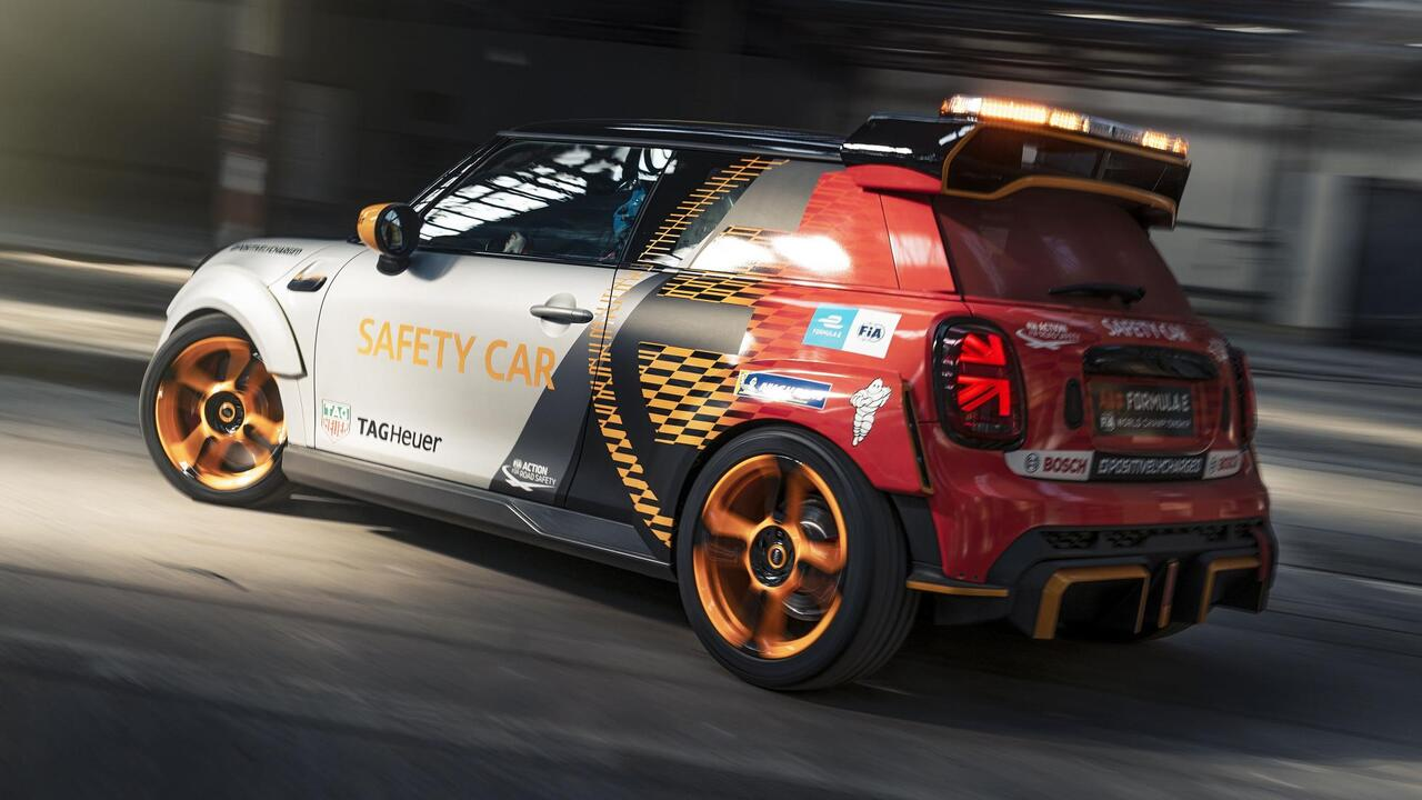 Mini Electric Pacesetter inspired by JCW debuts as Formula E's new safety car