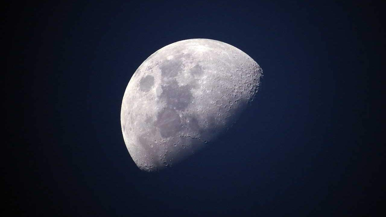 Russia and China reveal lunar research station plans