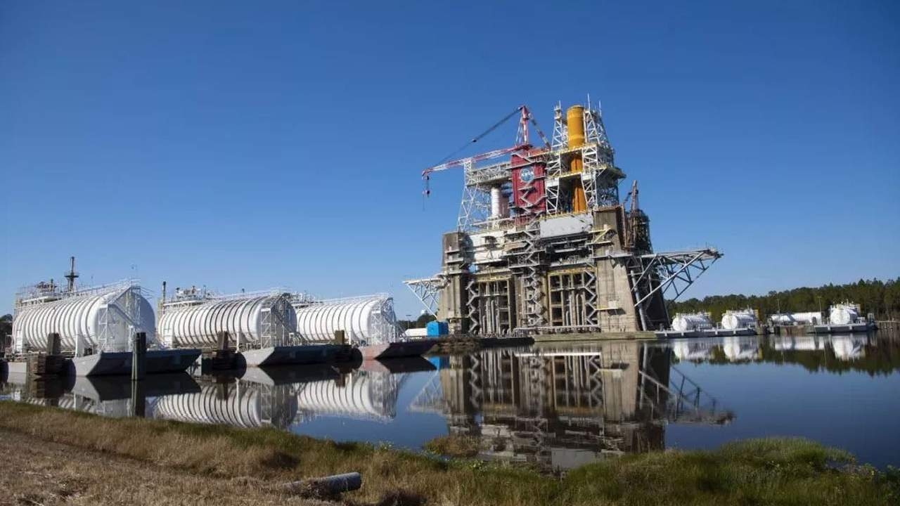 NASA sets March 18 as the day for SLS hot fire test