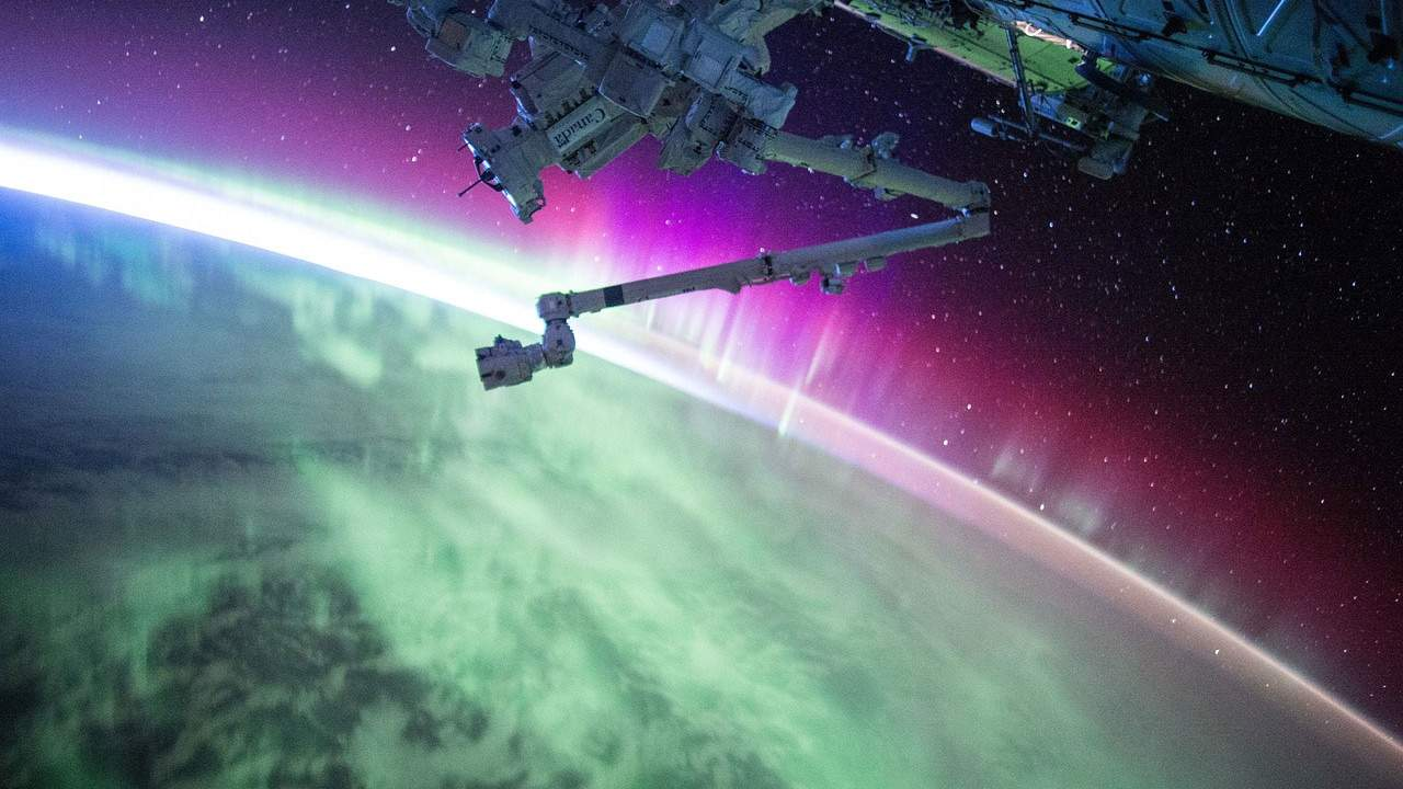 NASA offers up to $400 million for private companies develop space stations