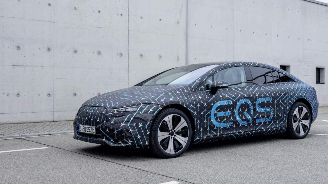 2022 Mercedes EQS prepares to take on Tesla with some Elon strategy