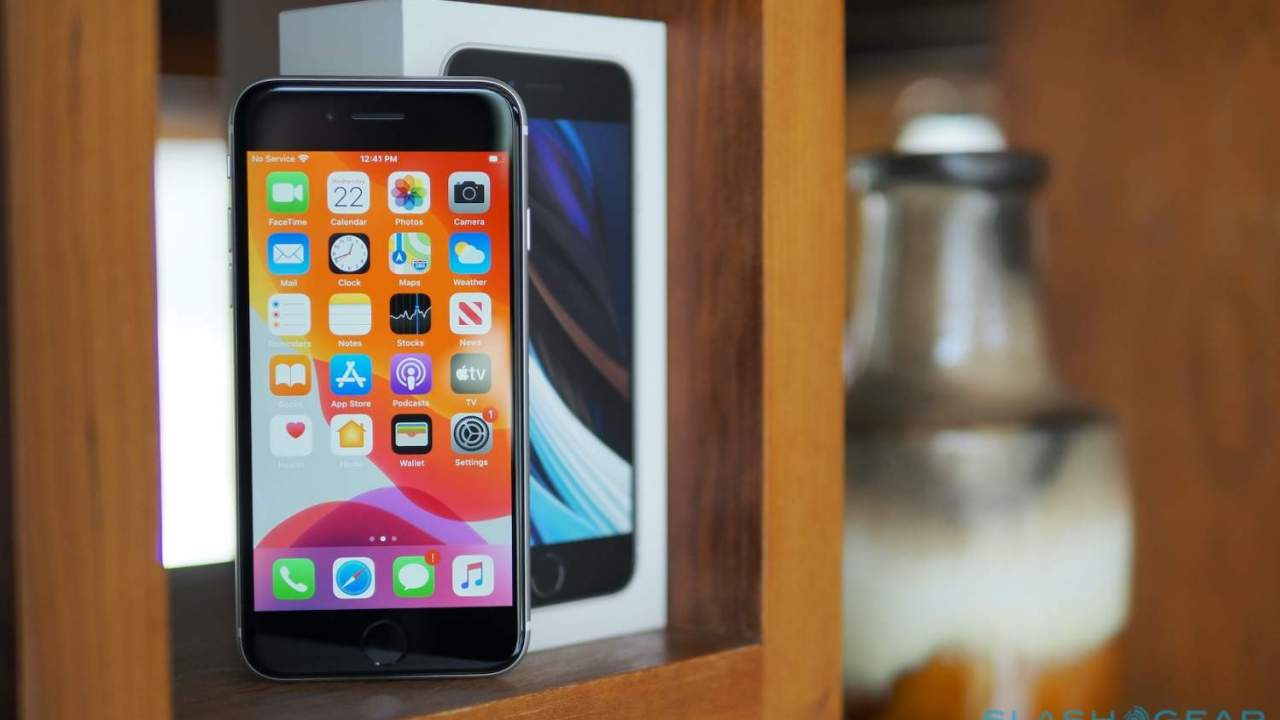 Expect a new iPhone SE screen and 5G surprise says analyst