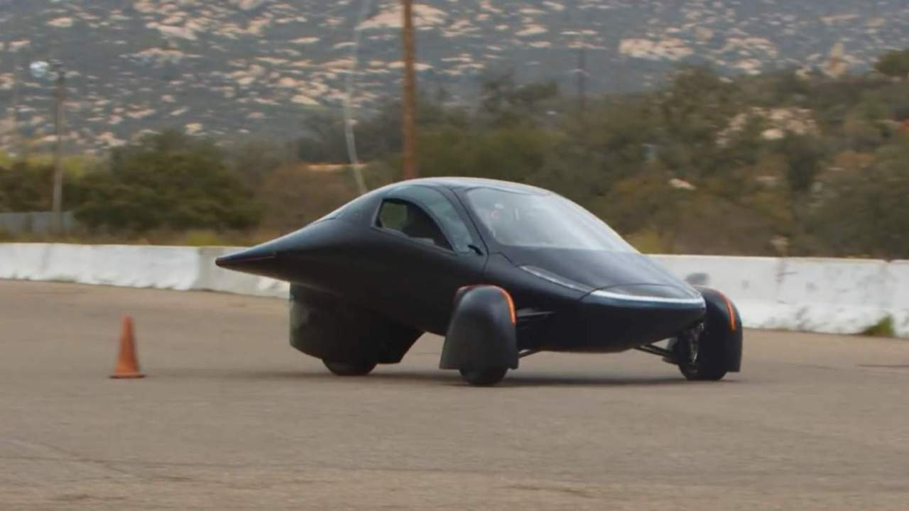 I can't stop watching Aptera's solar EV take on the drag strip