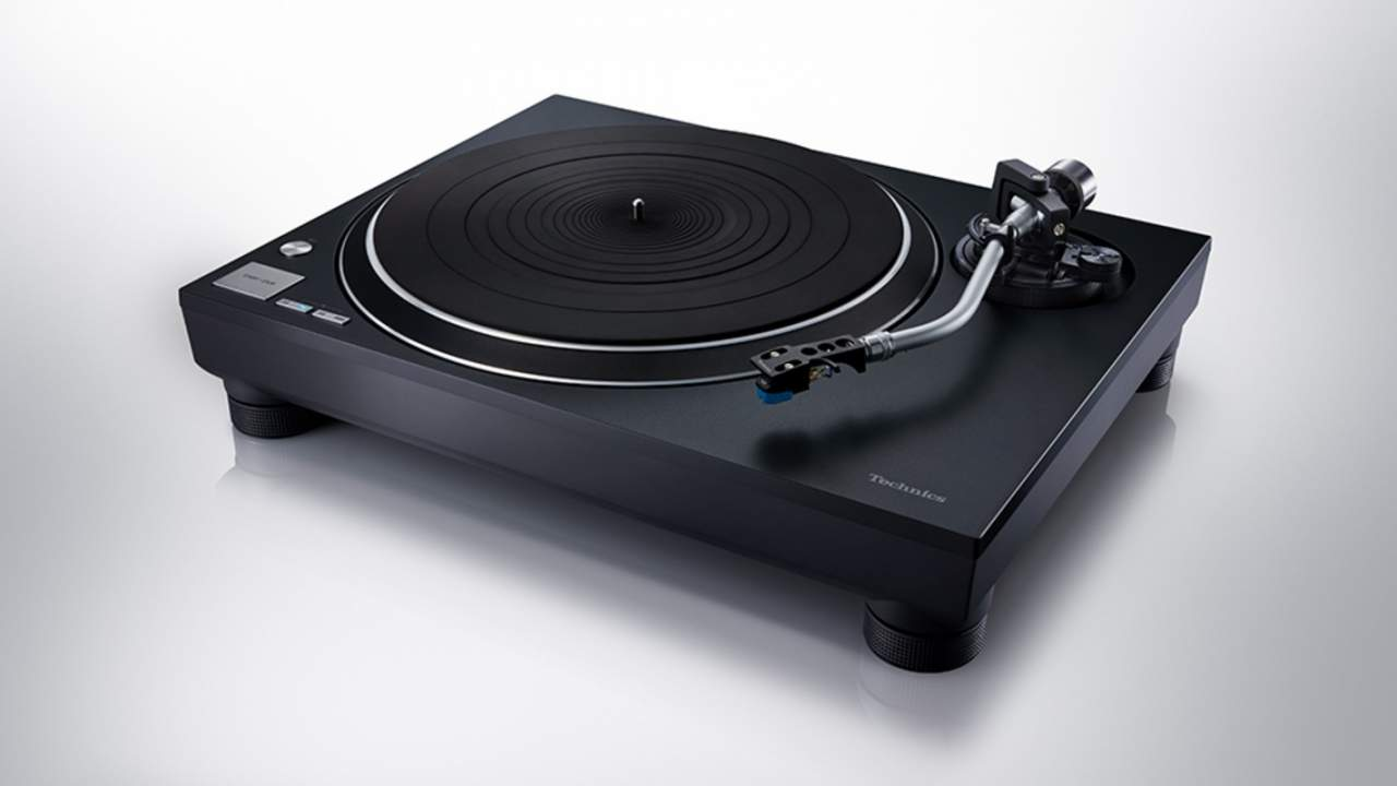 Technics SL-100C turntable is an entry level model for audiophiles