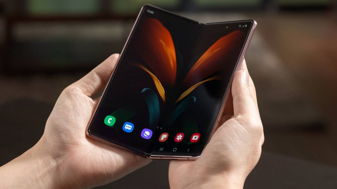 Samsung patent details gesture functionality for folding phones