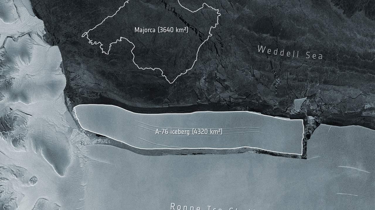 An iceberg measuring 4220 square kilometers has broken off the Ronne Ice Shelf