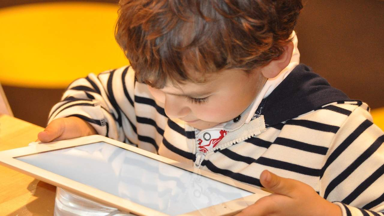 Study finds K-12 apps are sharing the personal info of children with advertisers