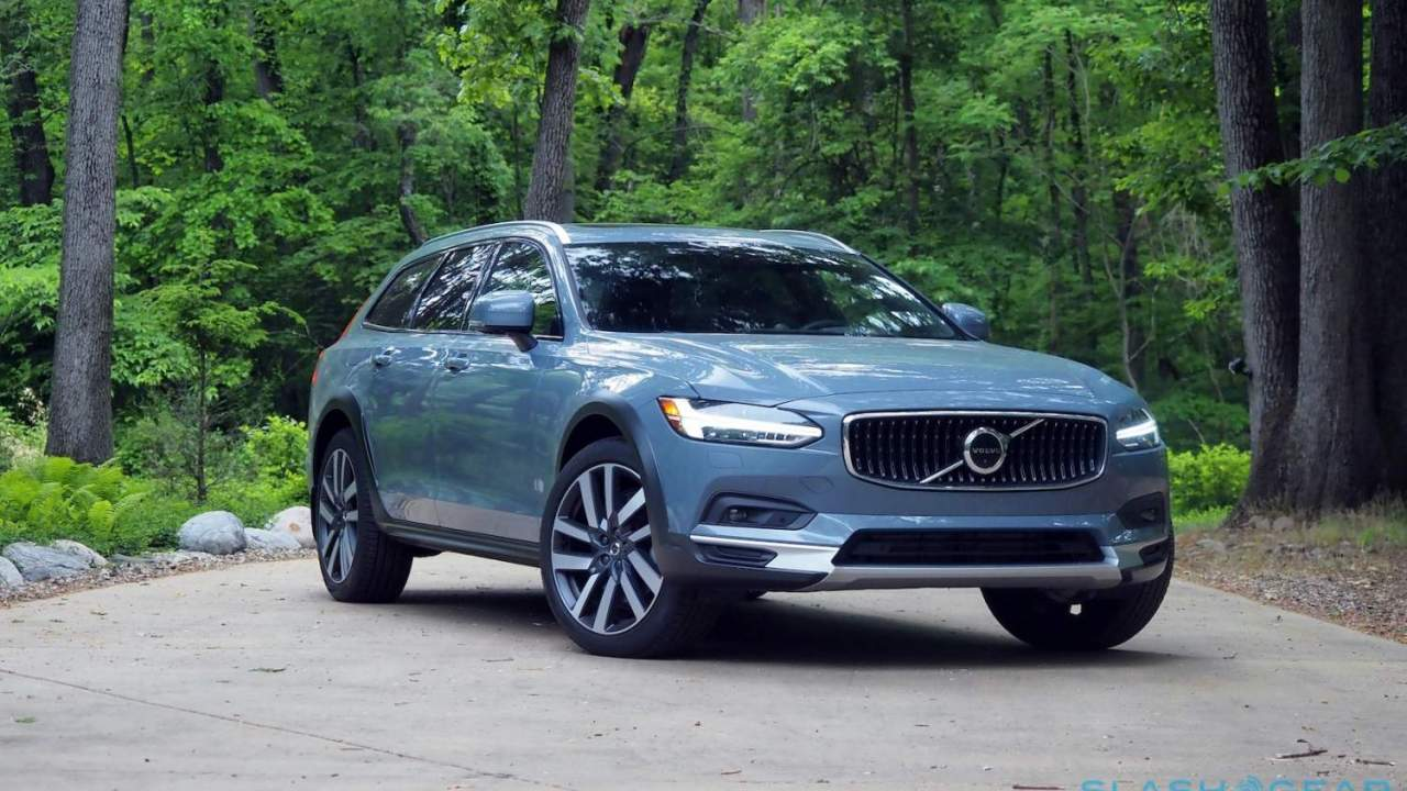 2021 Volvo V90 Cross Country Review: Compelling Confidence
