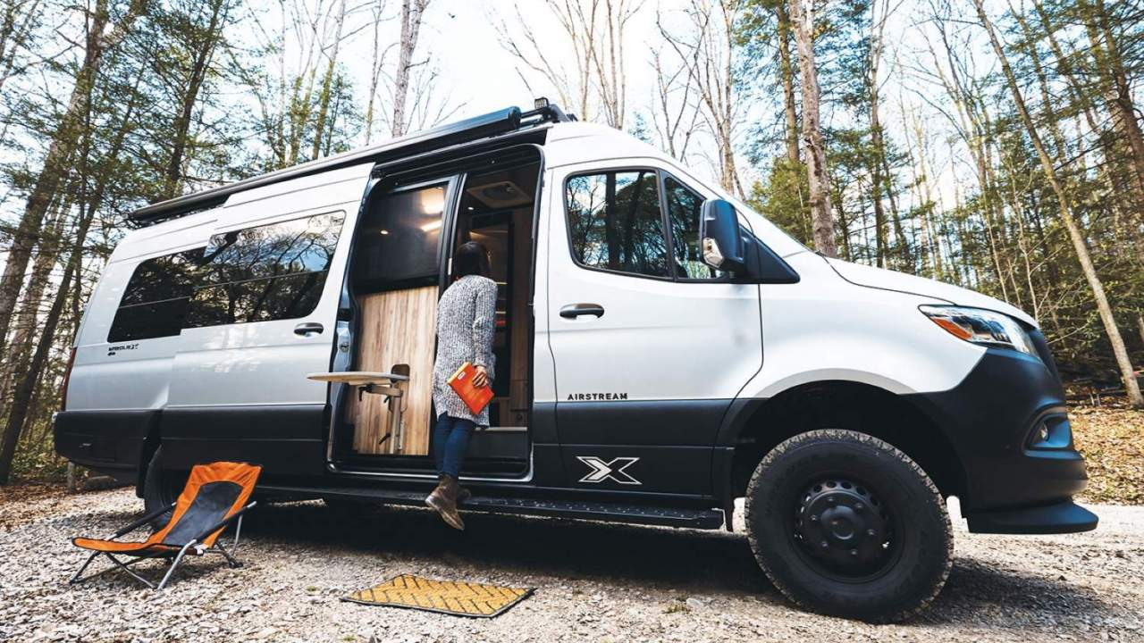 Airstream Interstate 24X is the 4×4 king of off-grid campers