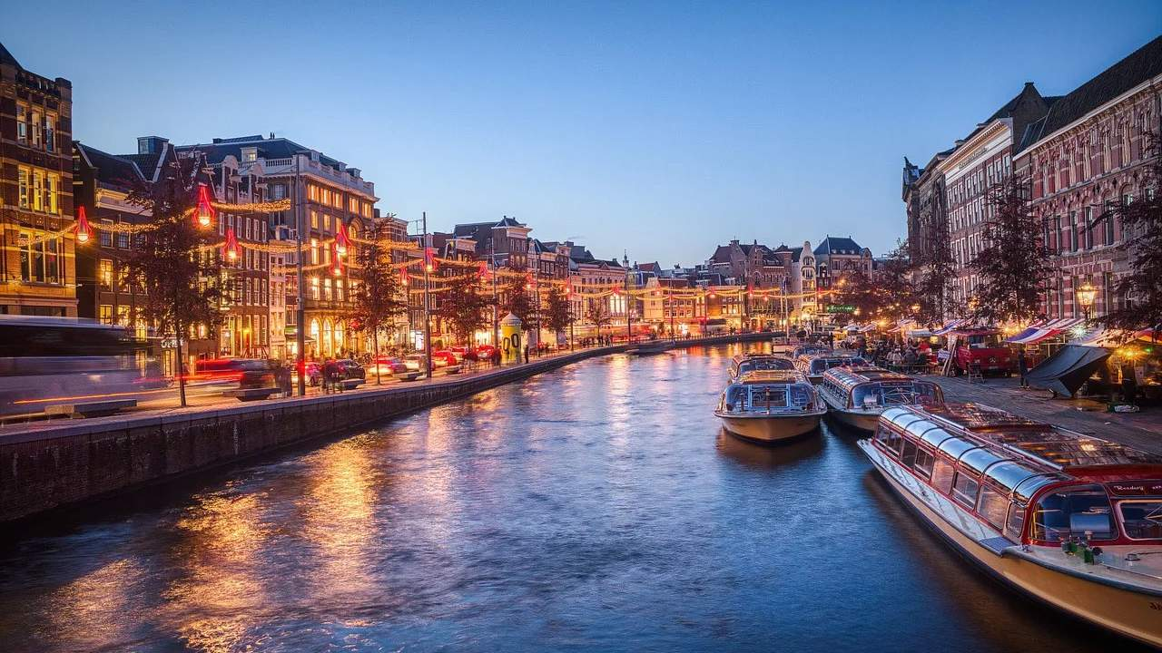 Amsterdam is testing autonomous boats on its famous canal system