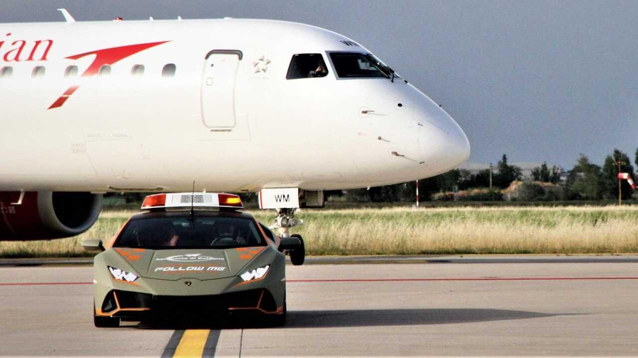 This Lamborghini Huracan Evo follow-me car is ready for airport duty