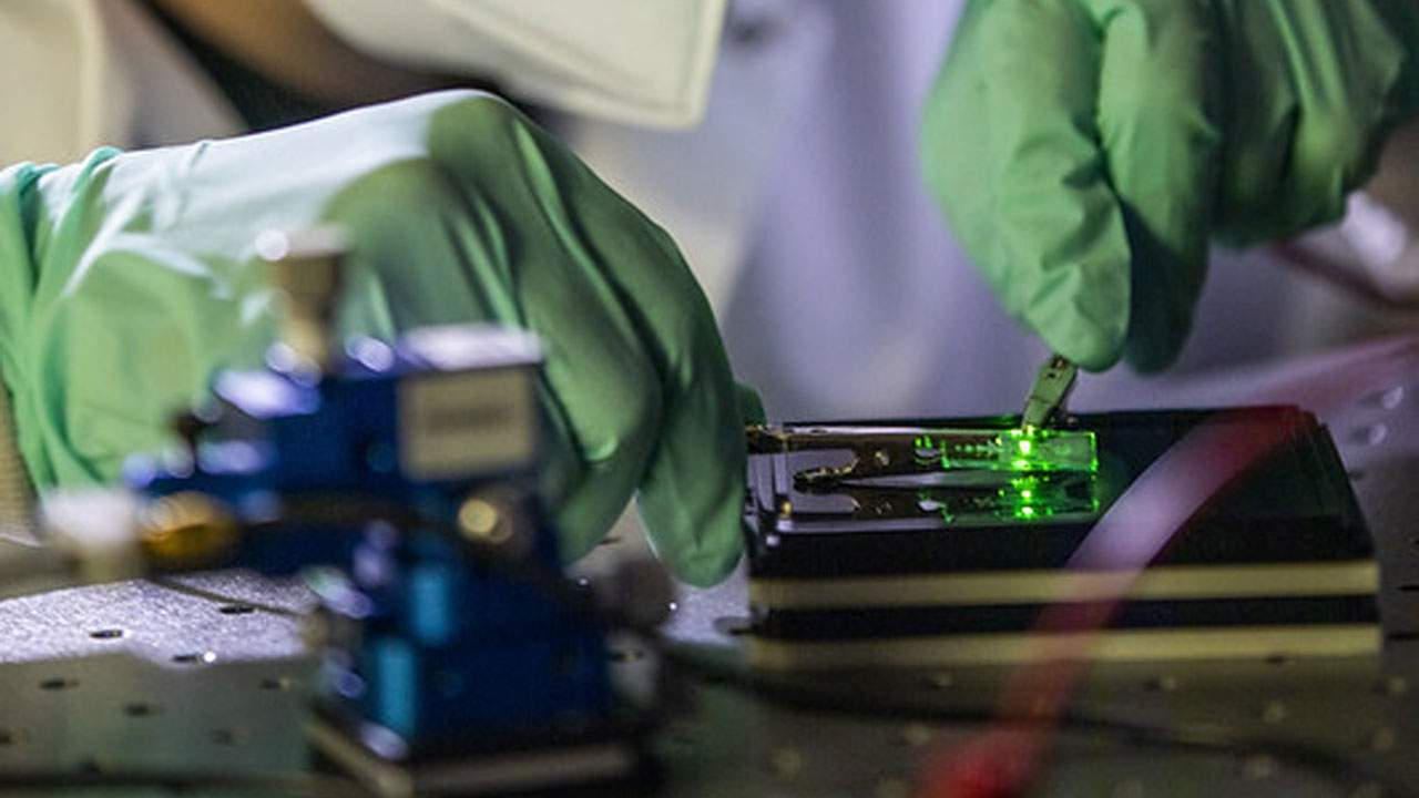OLED panel emits 20 percent more light thanks to a new electrode design