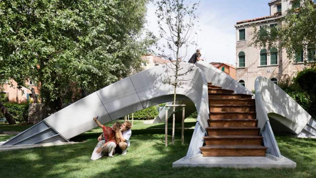 Architects use 3D printing to create a beautiful concrete bridge