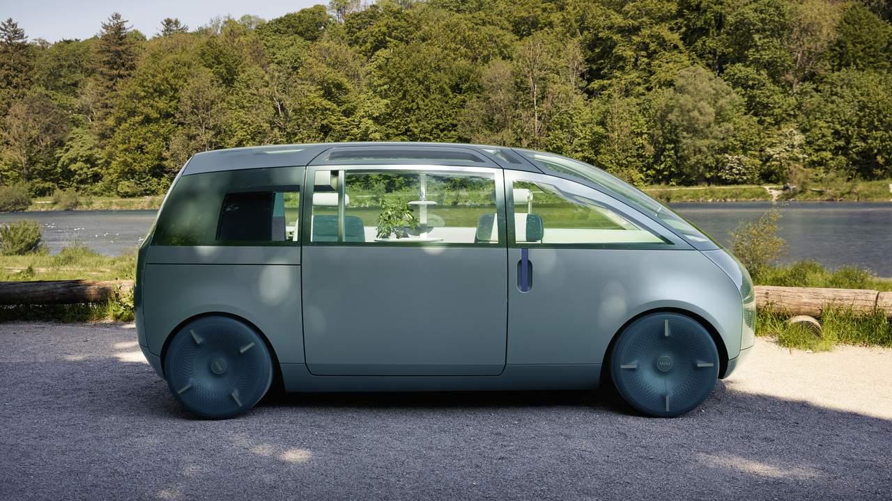 Mini Vision Urbanaut is the minivan of the future